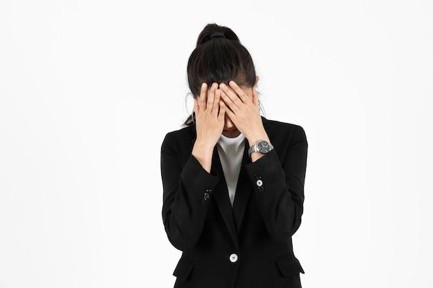 Mujer de negocios asiática cansado con exceso de trabajo
