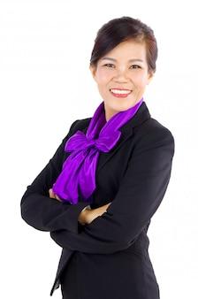 Mujer de negocios asiática envejecida media sonriente sobre el fondo blanco