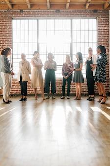 Mujer de negocios, en, un, conferencia de negocios