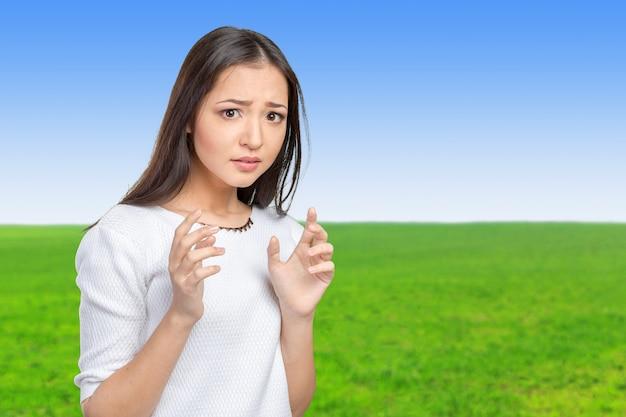 Mujer de negocios frustrada y estresada