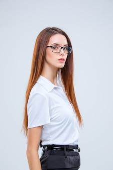 Mujer de negocios joven, en, anteojos