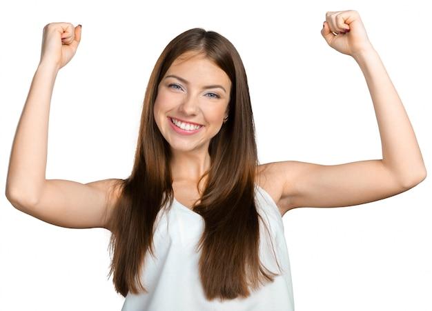 Mujer de negocios joven que celebra éxito