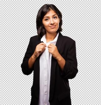 Mujer de negocios latina de pie