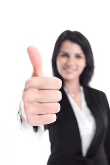 Mujer de negocios moderna que muestra el pulgar hacia arriba. aislado en blanco