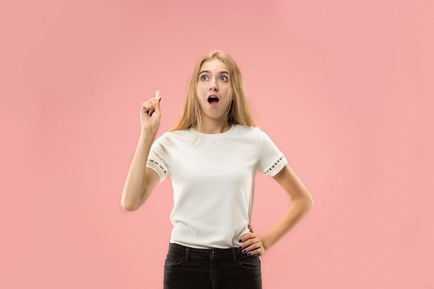 Mujer de negocios pensativa seria joven. concepto de duda
