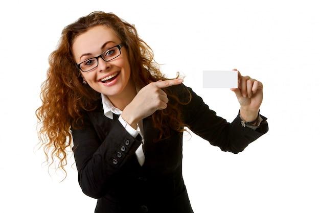 Mujer de negocios con tarjeta en blanco
