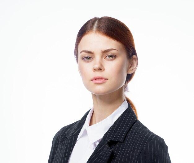 Mujer de negocios en traje de secretaria de trabajo de oficina oficial