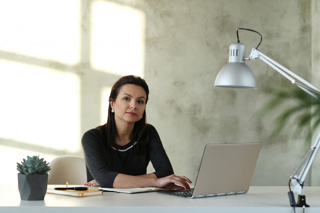 Mujer, en, oficina