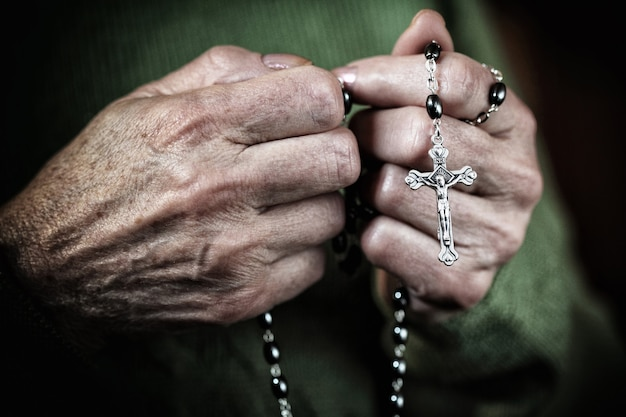Mujer en orar
