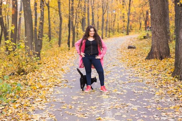 Mujer en otoño parque