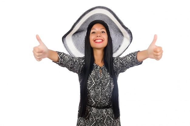 Mujer de pelo negro en vestido largo gris aislado en blanco