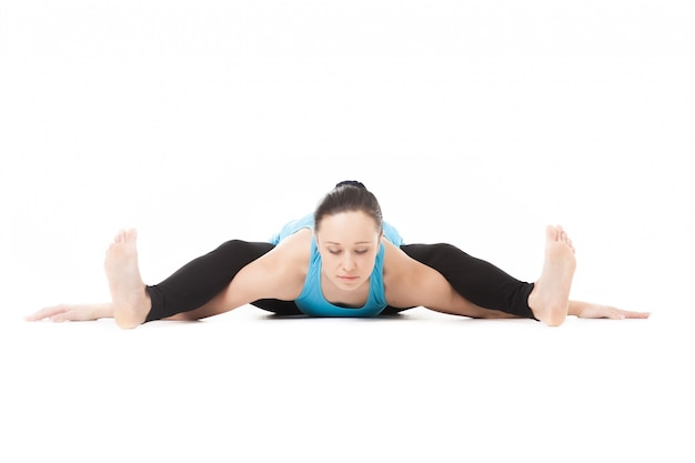 Mujer con las piernas encima de sus hombros