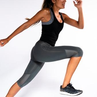 Mujer de primer plano ejercicio de postura