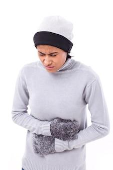 Mujer que sufre de dolor de estomago, náusea, problema de vientre