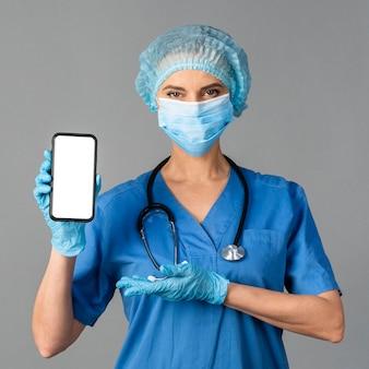 Mujer que trabaja como médico