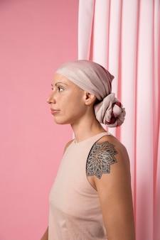 Mujer recuperándose después del cáncer de mama