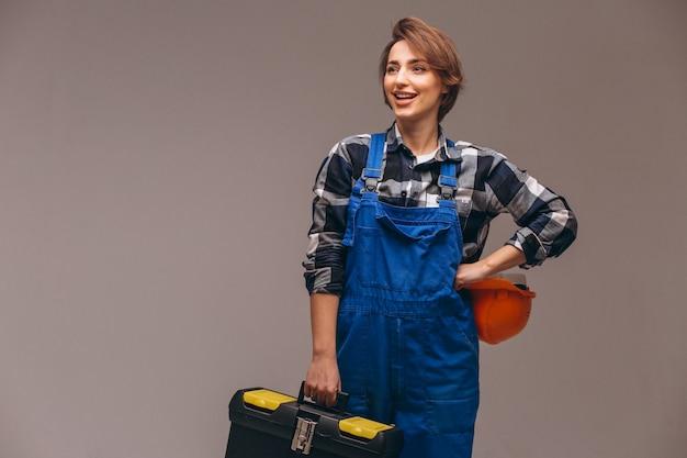 Mujer reparadora en uniforme con caja de herramientas.