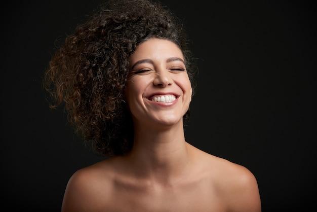 Mujer riendo