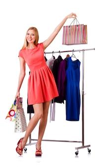 Mujer con ropa aislado en blanco