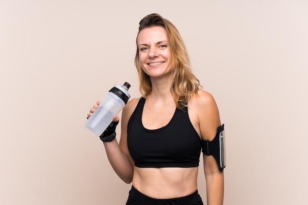 Mujer rubia deporte con botella de agua deportiva