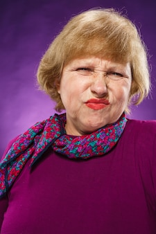 Mujer senior desafectada
