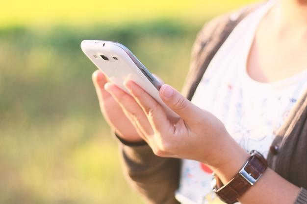 Una mujer con smartphone.