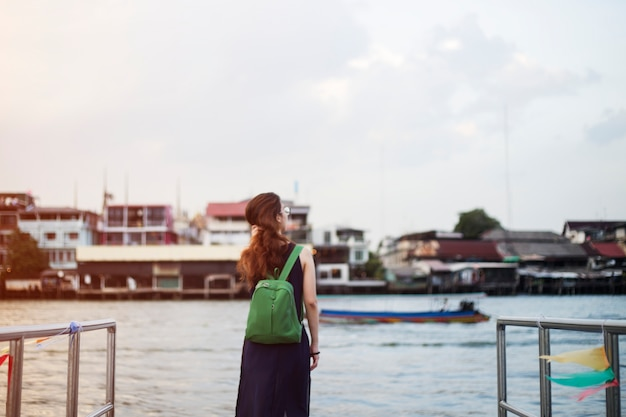 Mujer sola viajera