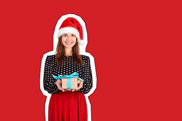 Mujer con sombrero de navidad