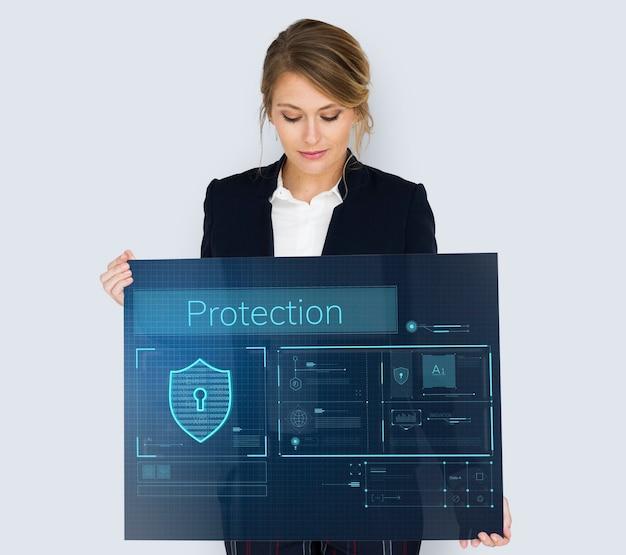 Mujer sosteniendo banner de superposición gráfica de red