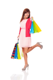 Mujer sosteniendo bolsas de la compra