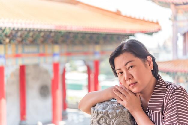 Mujer, en, templo tailandés