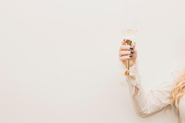 Mujer, tenencia, copa de champán