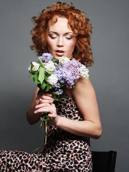 Mujer, tenencia, flores
