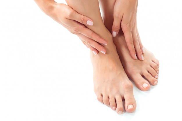 Mujer teniendo un tratamiento de pies