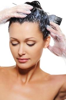 Mujer teñir pelos