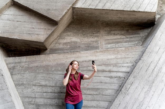 Mujer tomando selfie