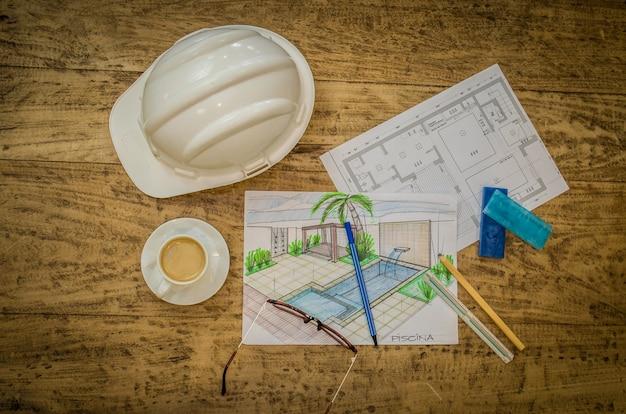Mujer trabajando, proyectando sobre mesa, arquitecto, ingeniero.
