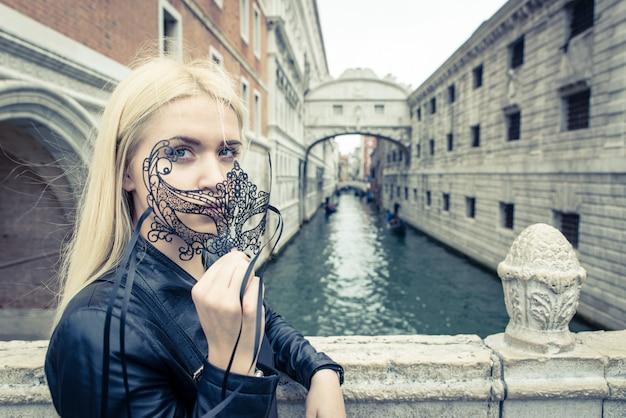 Mujer turista en venezia