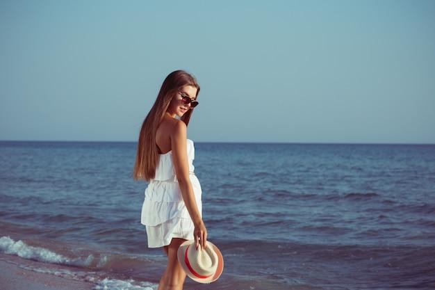 Mujer de vacaciones de verano