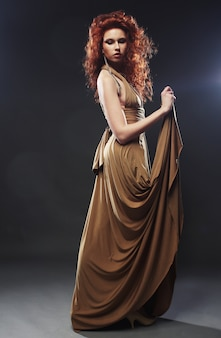 Mujer en vestido largo