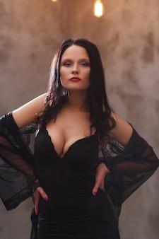 Mujer, en, vestido negro