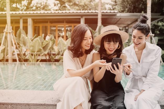 Mujeres amistad comunicación juntas
