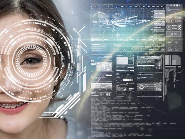 Las mujeres asiáticas tienen una visión futurista sobre la parte de la tierra y la vía láctea, pantalla de tecnología digital
