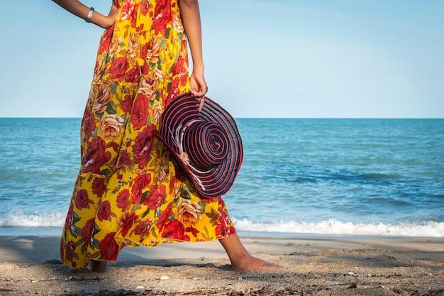 Mujeres de belleza en la playa