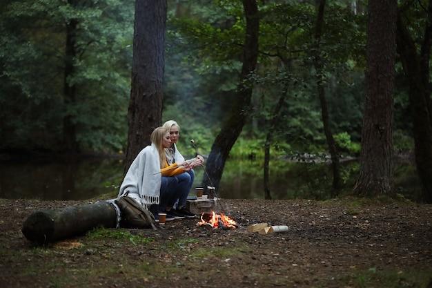 Mujeres en el bosque