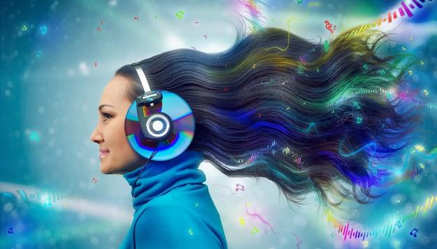 Mujeres coloridas en auriculares escuchando música