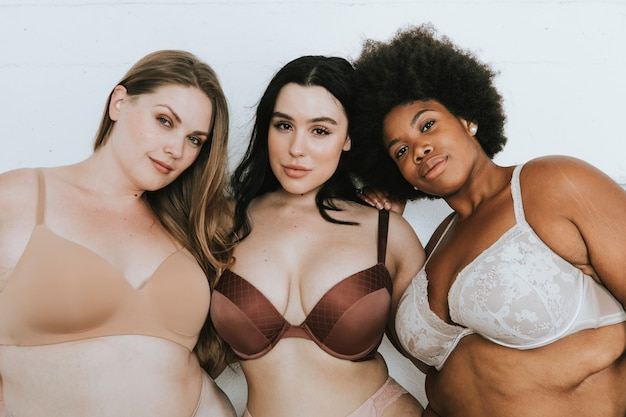 Mujeres diversas abrazando sus cuerpos naturales.