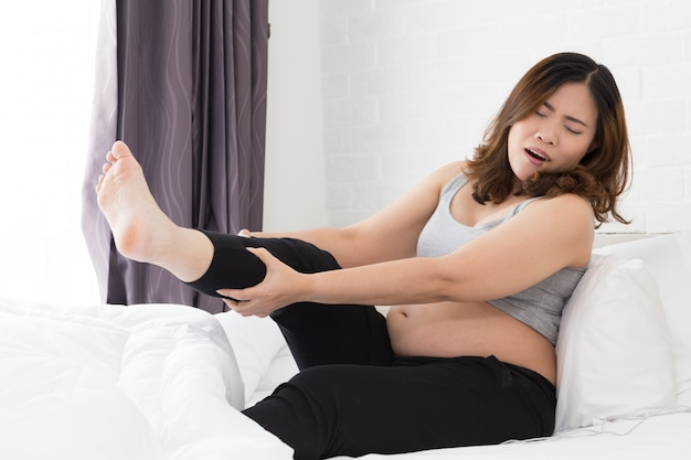 Mujeres embarazadas con calambre en la pierna