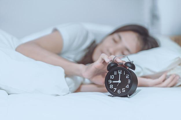 Las mujeres se levantaron tarde en la mañana del lunes.