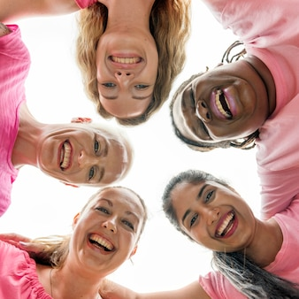 Mujeres luchando contra el cáncer de mama.